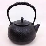 南部鉄瓶 とんぼ(黒) 1.2L 鉄蓋